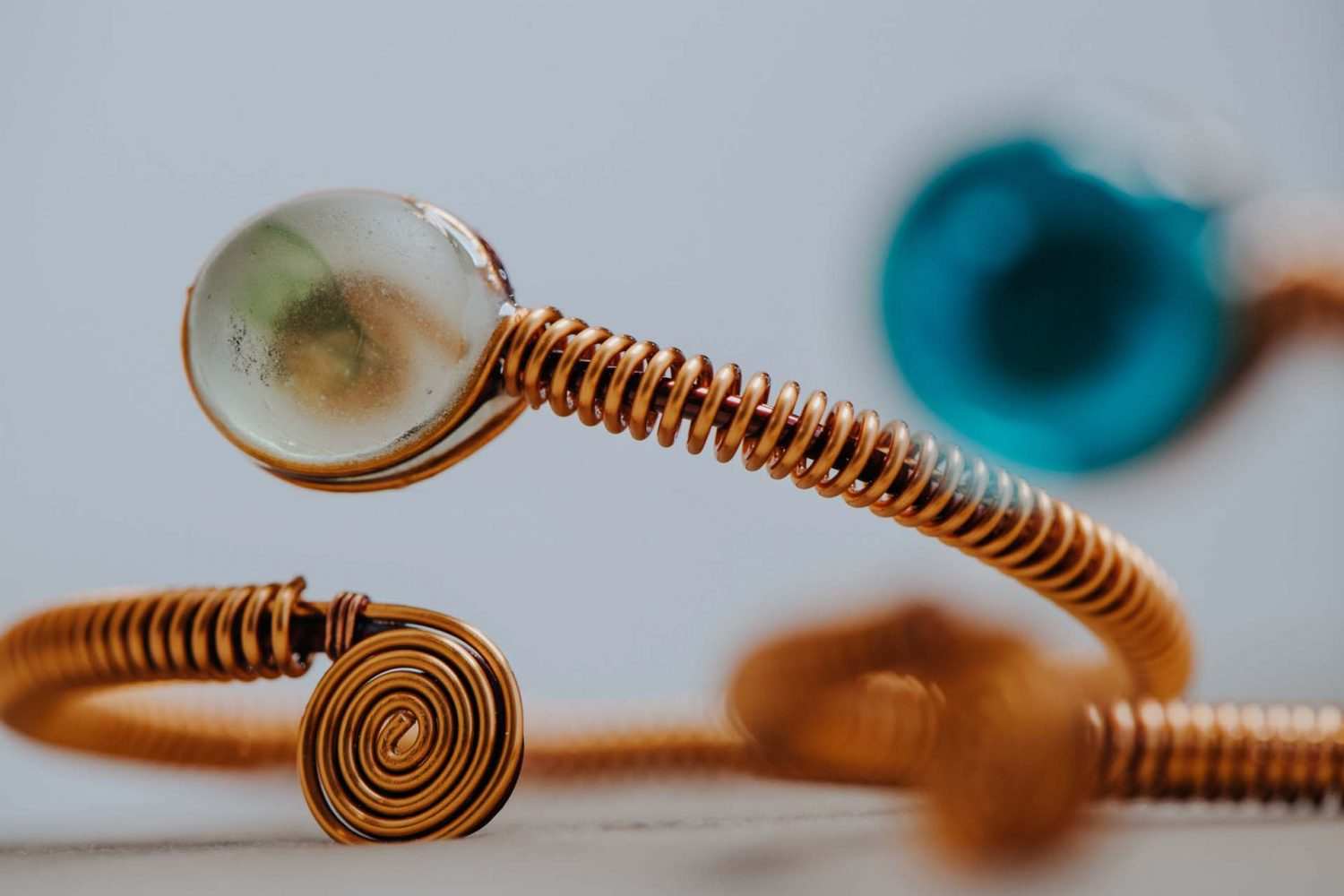 Selfica Bracelet for the integration of personalities